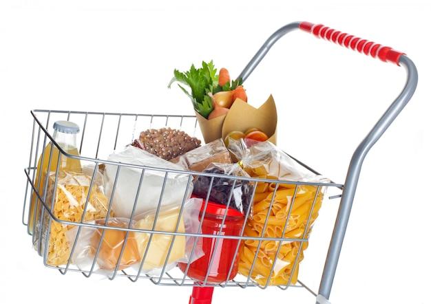 Carrito de compras lleno de productos alimenticios.