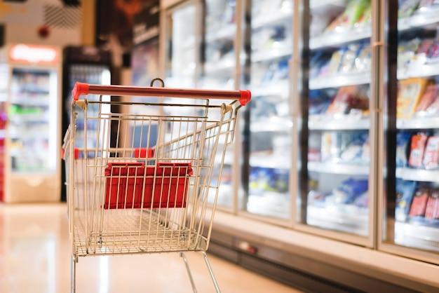 Carrito de compras en un supermercado.