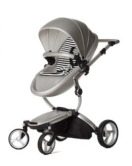 Carro de bebé aislado sobre un fondo blanco.