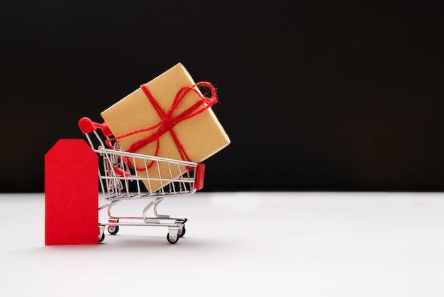 Carro de la compra y bolsas con caja de regalo, venta en un solo día de china 11.11