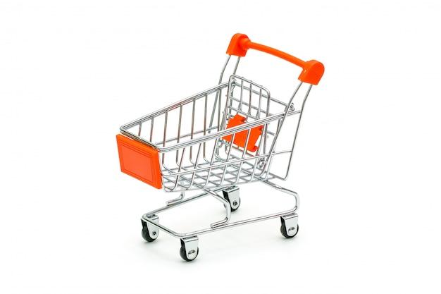 Carro de compras rojo aislado en blanco
