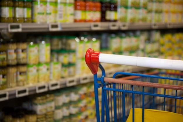 Carro de compras en supermercados en supermercado
