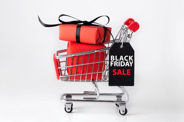 Carro de compras de viernes negro con caja de regalo roja
