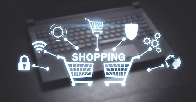 Carros de compras en el fondo de la computadora portátil. compras