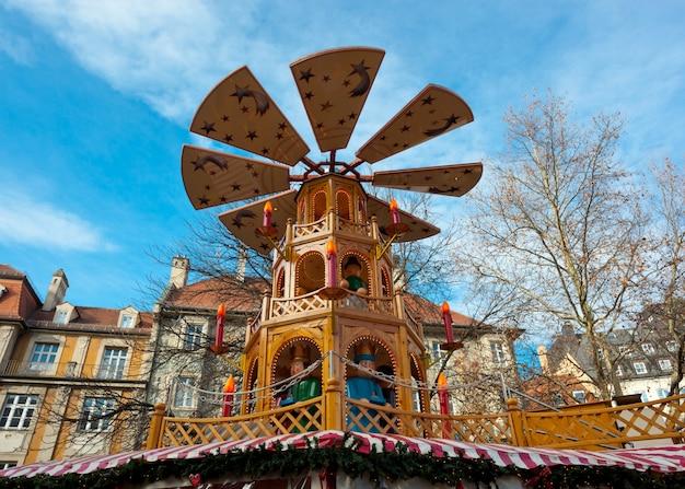 Carrusel de navidad típico de madera, munich
