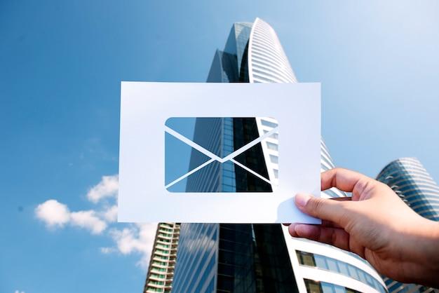 Carta de correo electrónico de comunicación de red perforada