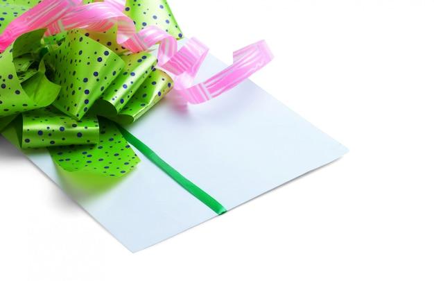 Carta de felicitación para el día de san valentín aislado sobre fondo blanco.