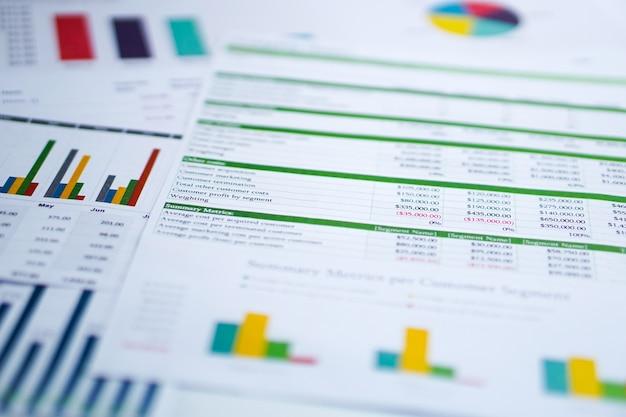 Carta de papel cuadriculado. financiero, cuenta, estadística, investigación analítica, economía de datos, negocio.