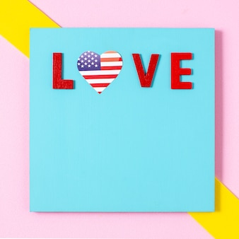 Cartas de amor planas con corazón de bandera de ee. uu. y espacio de copia
