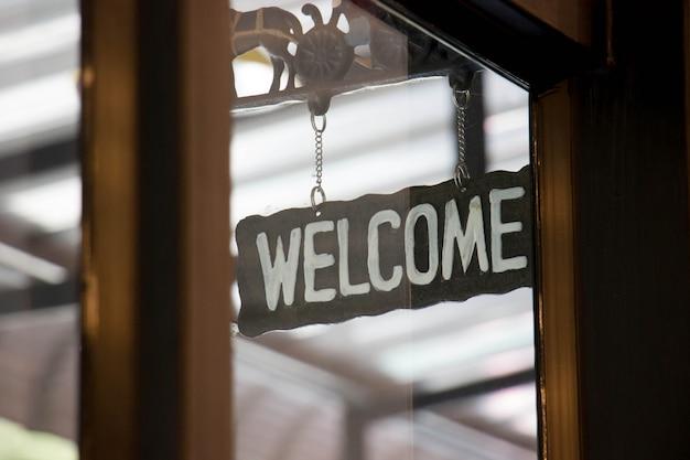 Cartel de bienvenida con cafetería
