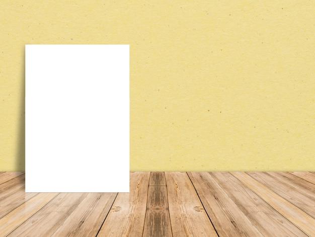 El cartel en blanco del libro blanco en el piso de madera del tablón tropical y la pared de papel, maqueta de la plantilla para arriba para agregar su contenido, deja el espacio lateral para la exhibición del producto