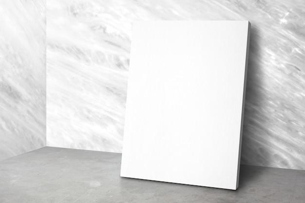 Cartel en blanco en la sala de estudio de la esquina con paredes de mármol y fondo de piso de concreto