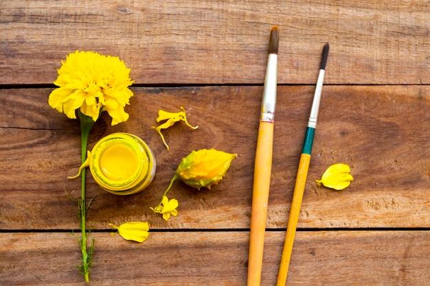 Cartel de color con flores de caléndula estilo amarillo