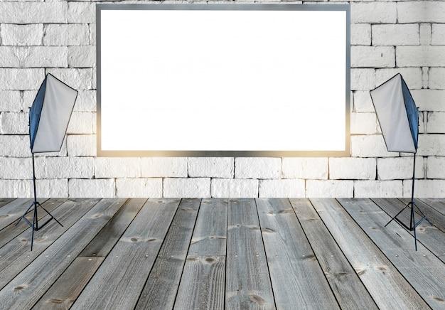 Cartelera en blanco con luces de estudio en piso de madera en pared