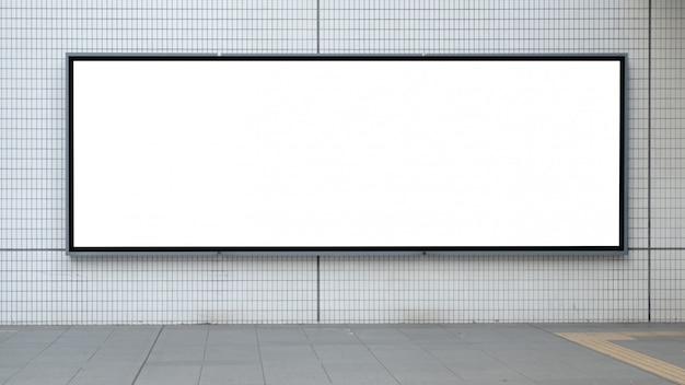 Cartelera de publicidad en blanco en el aeropuerto
