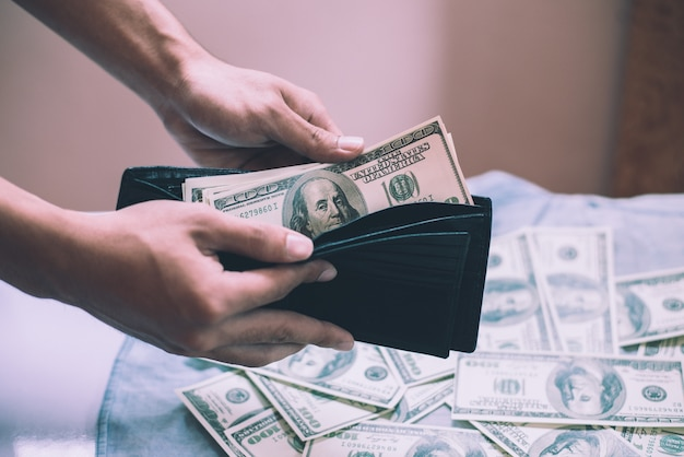 Cartera compra pagar deuda closeup