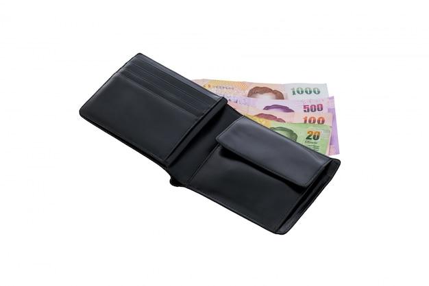 Cartera de cuero negro con dinero aislado.