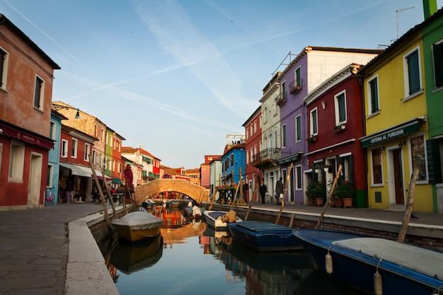 Casa colorida vieja riviera italia