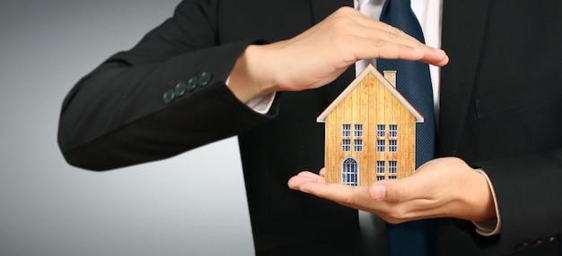 Casa estructura residencial en mano, casa de negocios