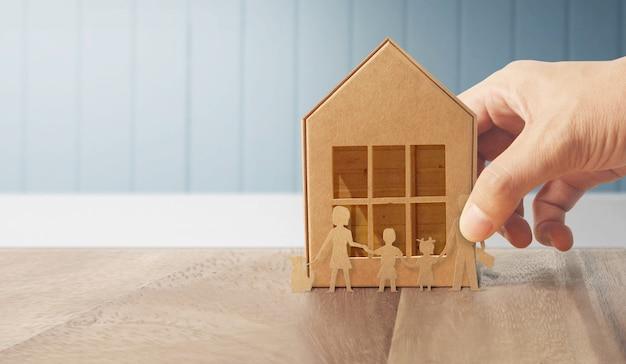 Casa de estructura residencial en mano