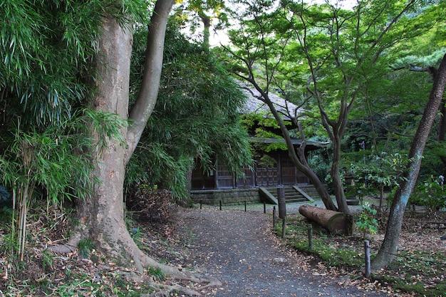 La casa japonesa en los jardines de sankeien en yokohama, japón