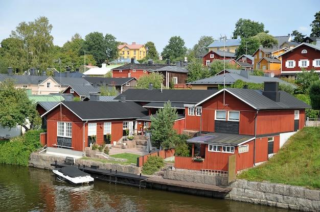 Casa junto al agua en porvoo, finlandia