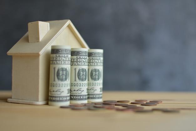 Casa de madera y ahorro de dinero para residencial.