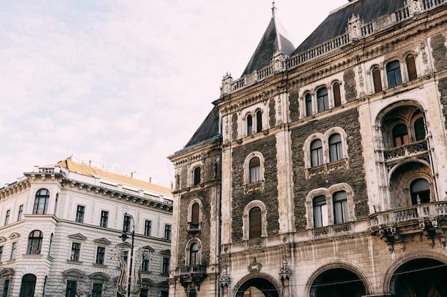 Casas antiguas en las calles de budapest