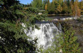 Cascada canadiense, río