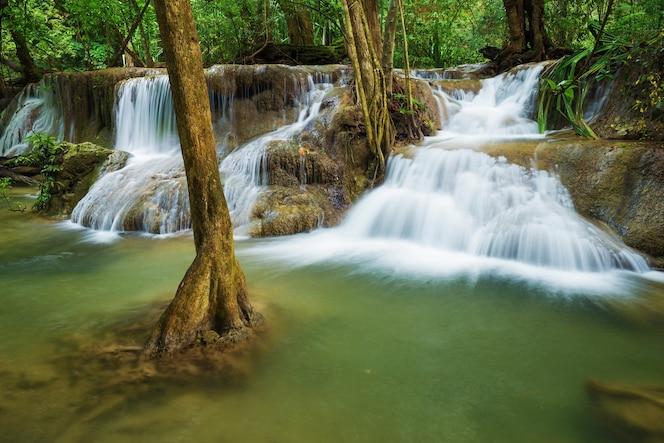 Cascada de huay mae kamin en kanchanaburi, tailandia