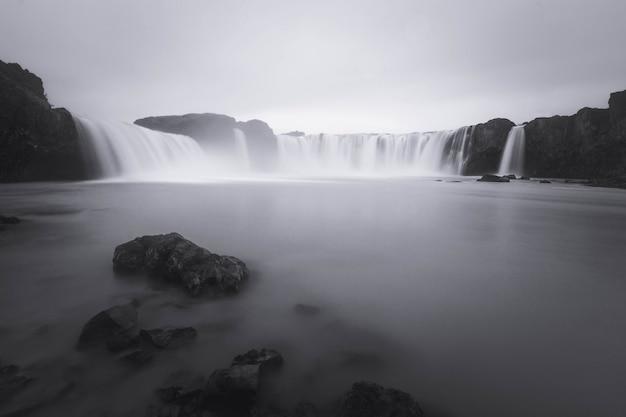 Cascada de godafoss en el norte de islandia.