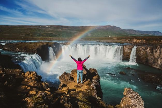 La cascada de godafoss en el norte de islandia.