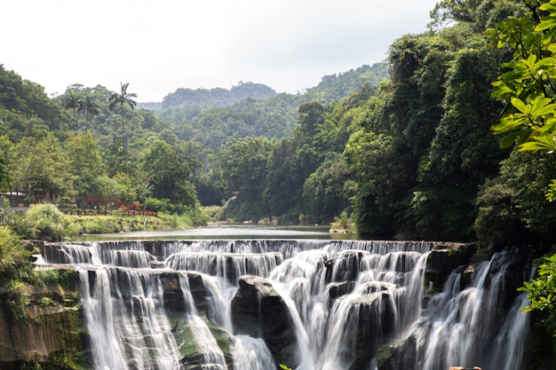 Cascada shifen, también conocida como niagara of taiwan