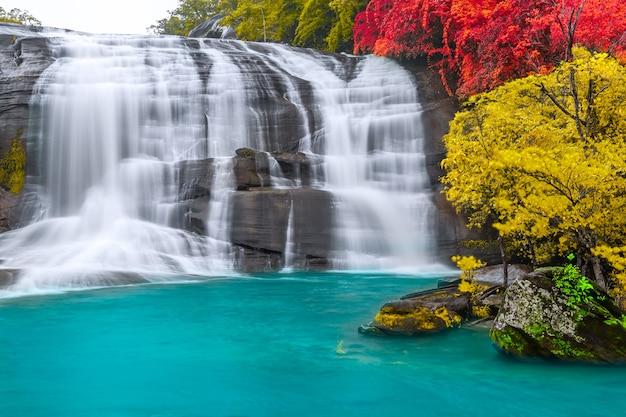 Cascada de siete colores, provincia de bueng kan, tailandia