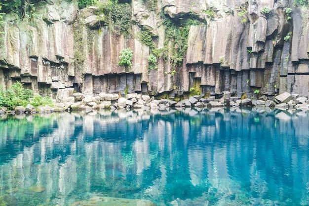 Cascadas de cheonjeyeon en jeju isaland