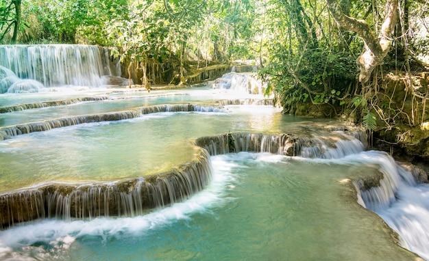 Cascadas de kuang si falls cerca de luang prabang en laos pdr