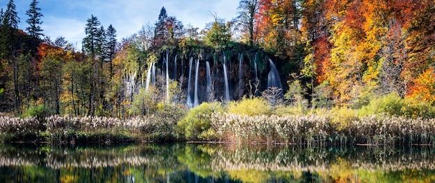 Cascadas en el parque nacional de plitvice, croacia