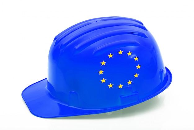 Casco de seguridad europeo sobre blanco