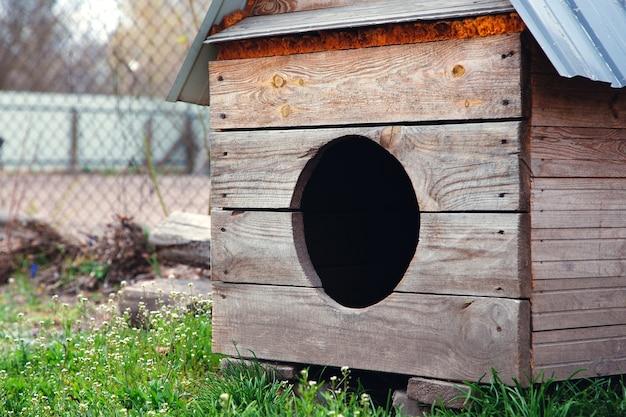 Caseta de perro grande de madera