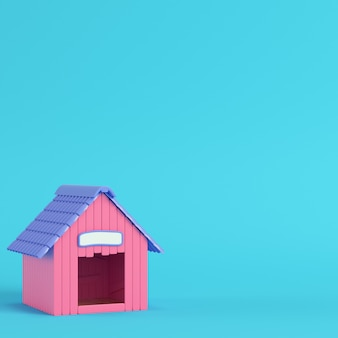 Caseta de perro rosa sobre fondo azul brillante