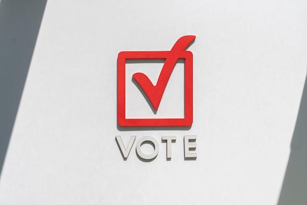 La casilla de verificación abstracta voto signo icono creativo marco y letras concepto de democracia