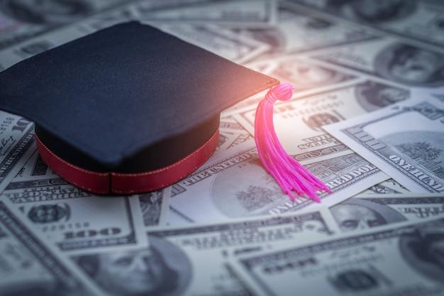 Casquillo de la graduación de cien dólares