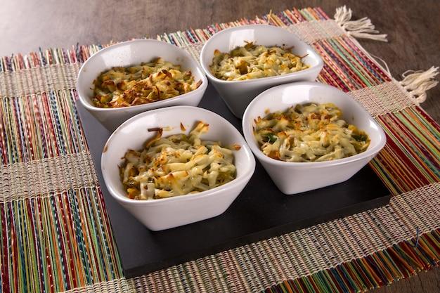 Casquinha de siri. aperitivo gratinado de comida de cangrejo