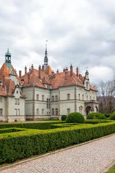 Castillo de caza del conde schonborn en carpaty