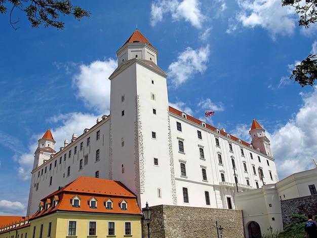 El castillo en la ciudad de bratislava, eslovaquia