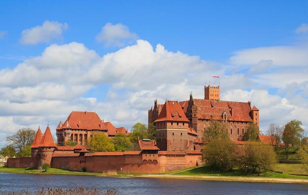 Castillo de malbork en la región de pomerania de polonia.
