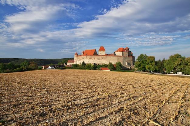 El castillo medieval en baviera, alemania