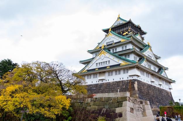 Castillo de osaka en el parque del castillo de osaka japón
