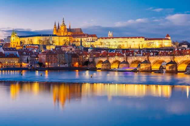 Castillo de praga y puente de carlos, república checa