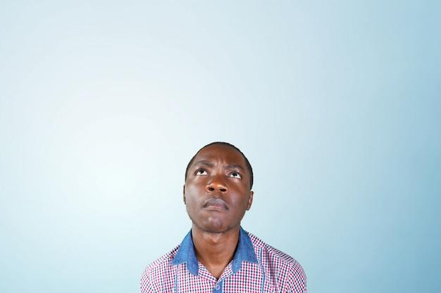 Casual joven africano